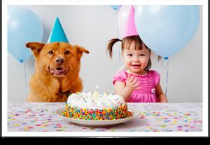 Foto de uma menina comemorando aniversário